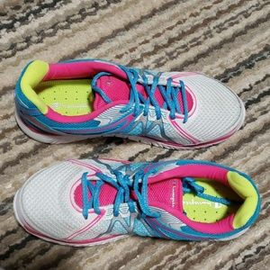 🥳 NEW Women's athletic shoes size 9